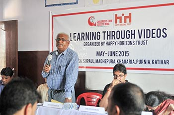 BEO-Shri-Vinay-Kumar-Jha-explaining-the-importance-of-such-projects